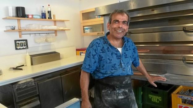 Bagefter havde Hammoud fra KulturCafeen sørget for pizza/salat bord, og kaffe/kage. Igen en hyggelig eftermiddag sammen med brugerne af Tirsdagsklubben M/K. Foto/tekst: Hanne og Ole Lassen