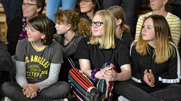 De øvrige elever på Snedsted Skole fulgte spændt med på hvad der blev vist frem på podiet. Foto: Ole Iversen Ole Iversen