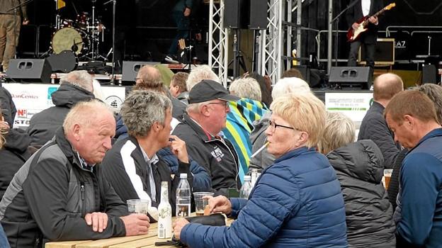 Publikum var lørdag i det kølige og blæsende vejr klædt varmt på. Foto: Ejlif Rasmussen Ejlif Rasmussen