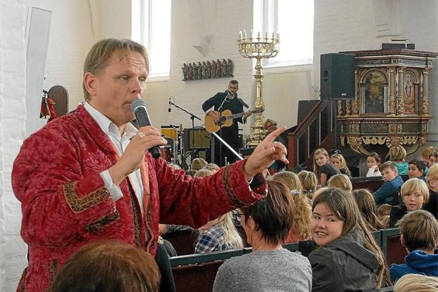 Lørdag 27. oktober synger Sigurd Barret salmer for store og små i Østervrå kirke.  Arkivfoto: Ole Iversen.