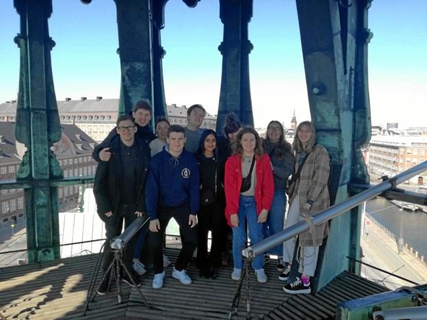VHG-eleverne nyder udsigten over København fra Christian 4.s gamle dragetårn. Privatfoto