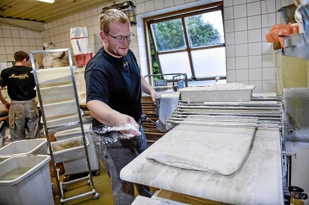 Efter snart 20 år som bager, er det en gammel drøm, om eget bageri, der er gået i opfyldelse for Tage, der stammer fra Oslo oprindeligt. Foto: Ole Iversen