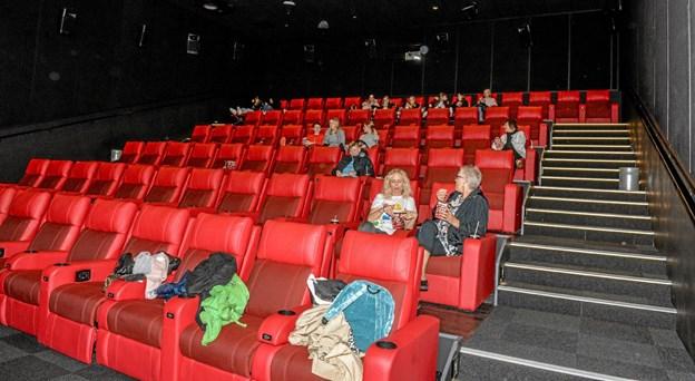 De unge præsenterede deres film, hvorefter eleverne lænede sig tilbage i sæderne med masser af popcorn og sodavand. Foto: Mogens Lynge Mogens Lynge