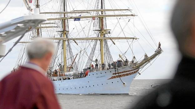 Der bliver gode muligheder for at komme tær på de flotte skibe, når de 6. juli stævner forbi Hals. Foto: Allan Mortensen