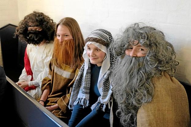 Konfirmander medvirkede i gudstjenesten som Jesus, Johannes Døberen og folket. Foto: Niels Helver Niels Helver
