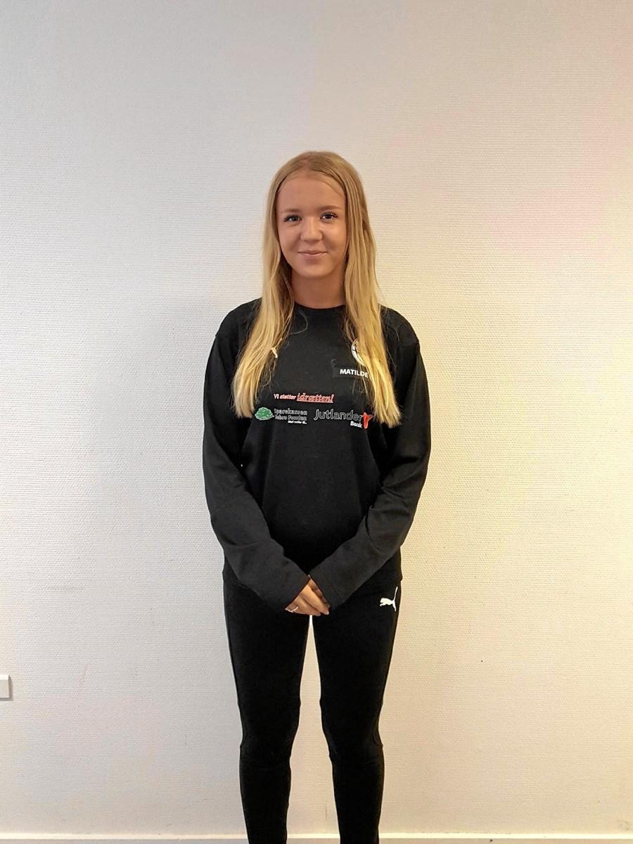 Matilde Egholm, 16 år, er hjælpetræner i Hobro IK og har trænet U10 - U12 piger. Privatfoto