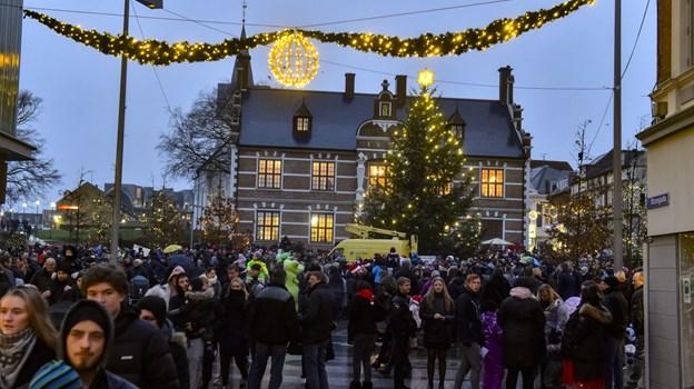 Smukt ser det ud - den julepyntede by.Foto: Ole Iversen