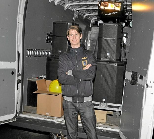DJ Patrick A. Åkeson stod for det rullende diskotek, som kunne høres i hele Dronninglund Midtby. Foto: Ole Torp