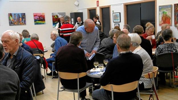 Humøret var højt, da Kulturhuset i Arden i weekenden inviterede til nytårskur.  Foto: Erik Røgild