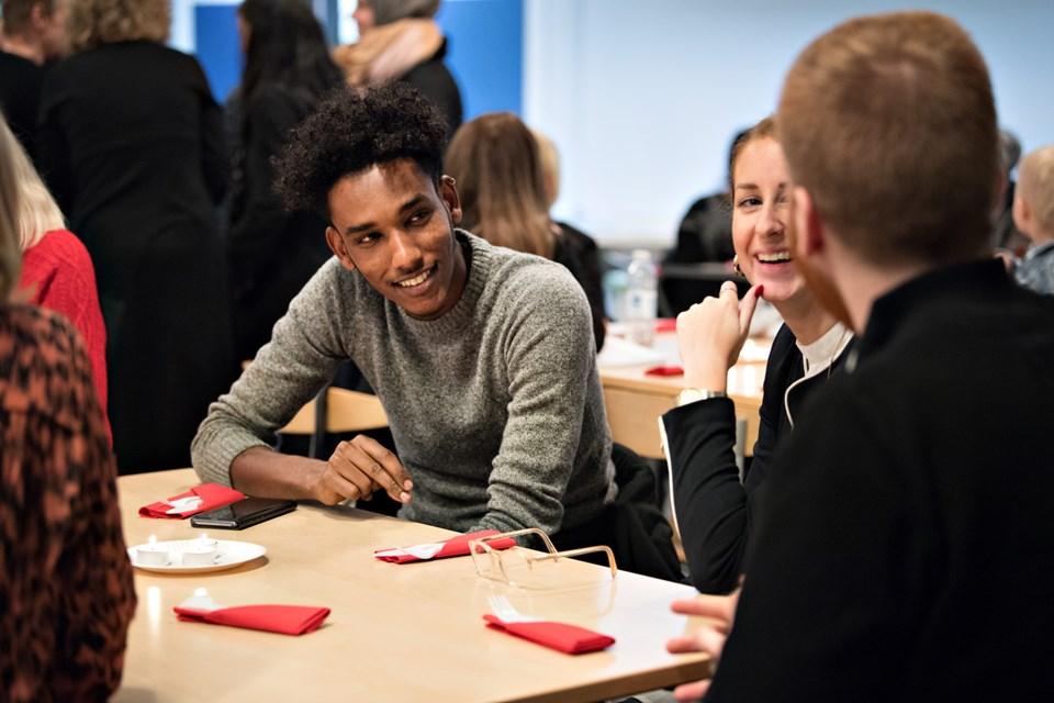 Medlem af Integrationsrådet, Hagos Yemane, fortalte sin personlige beretning om, hvordan han kom til Danmark som flygtning fra Eritrea for få år siden til i dag, hvor han er i arbejde og er godt integreret i lokalsamfundet. Foto: Hans Ravn