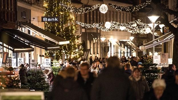 Hobro tænder igen juletræet på Store Torv og den nye julebelysning i gågaden samme aften som Black Friday.Arkivfoto: Laura Guldhammer Laura Guldhammer