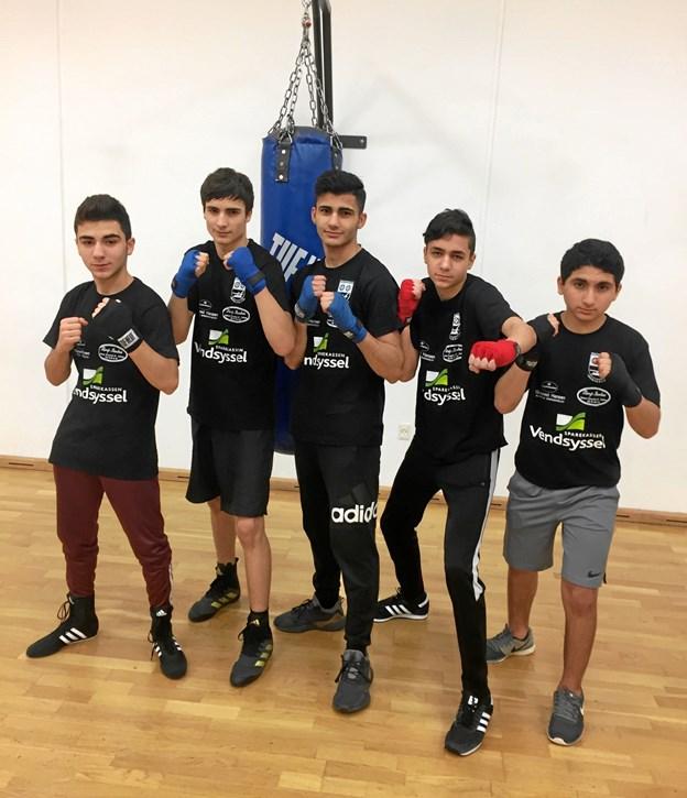 Fem af bokserne fra Brønderslev Bokseklub, der kommer til stævnet fredag. Fra venstre: Ahmad Arrag, Mansur Gaurgashvili, Malek Masoud, Arsen Tujaryan og Sadam Ghanom.Privatfoto