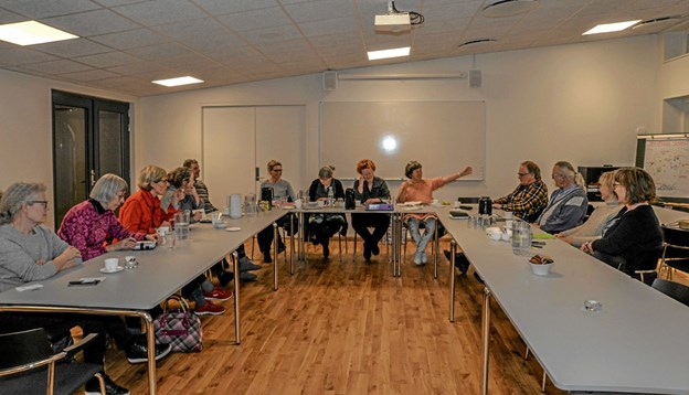 Kunst i Løgstør og Omegn holdt møde i Løgstør Sognehus om den forestående påskeudstilling. Formand for bestyrelsen er Annette Frandsen. Foto: Mogens Lynge