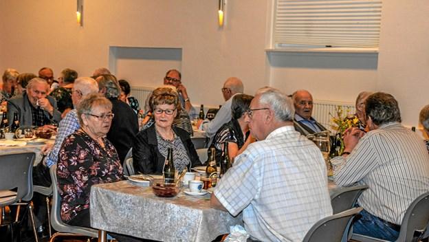 Salling Seniorer danseaftner i Salling Forsamlingshus, hvor man startede med stegt flæsk og persillesovs. Foto: Mogens Lynge Mogens Lynge