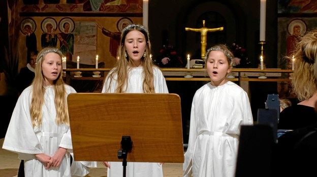 "Frida, Sofie og Matilde synger ""Barn Jesus i en krybbe"". Foto: Niels Helver Niels Helver"
