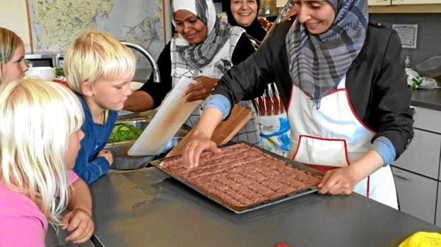 Travlhed i køkkenet i forbindelse med sommerfesten i SFO Bøgen. Privatfoto
