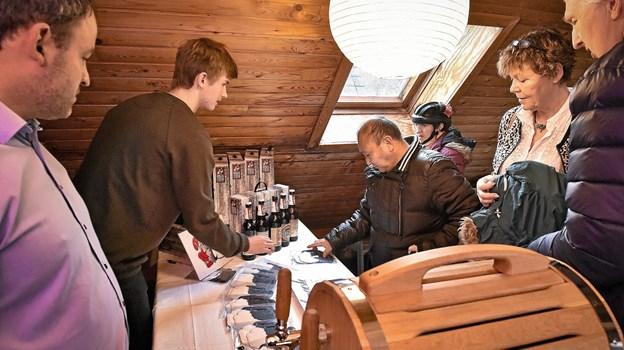 """Hos Thisted Bryghus løb """"Jule-ren"""" øllet lystigt. Foto: Ole Iversen Ole Iversen"""