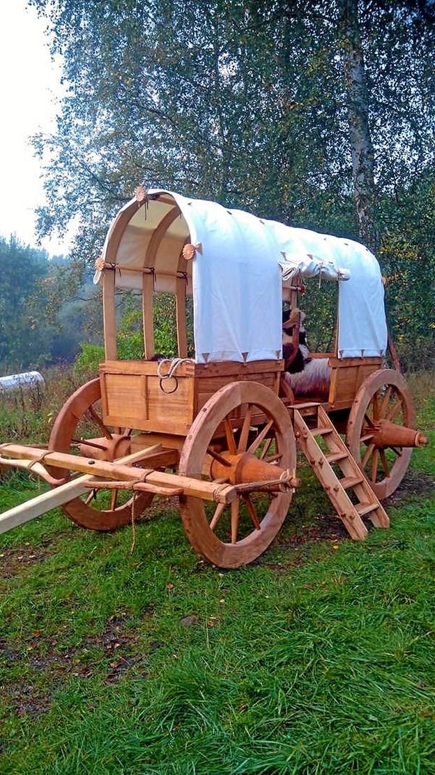 Denne fruervogn hos Slesvigske Vognsamling i Haderslev er lavet færdig, siden Torsdagsklubben var på besøg der. Sådan kommer vognen på Voergaard også til at se ud. Privatfoto