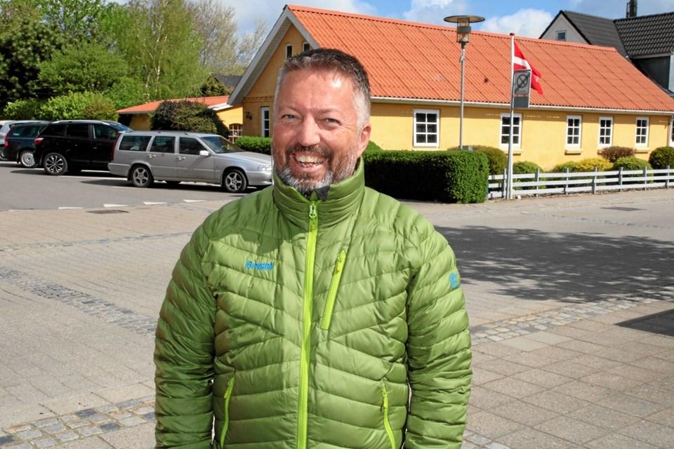 Afdelingsdirektør Tommy Kristensen fra Nordjyske Bank i Aabybro var meget glad for at støtte det nye trolde museum. Foto: Flemming Dahl Jensen Flemming Dahl Jensen