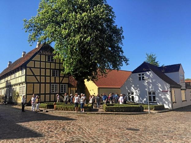 Arrangørerne håber at kunne finde flere med lyst til at guide turisterne i Mariager. Privatfoto