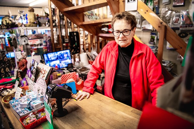 Kirsten Schmidt har drevet hobbyforretningen i Hurup i knap 19 år. Fra 1. februar er det slut.