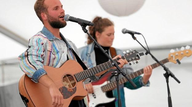 Musikken indrammede Fanstastiske Hou Dage. Her er det 'Én mand stærk', der underholder i teltet. Foto: Allan Mortensen Allan Mortensen