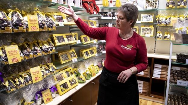 Margit Nielsen, der er butiksleder i Frellsen-butikken i Metropol, kan se frem til påske-travlhed.Foto: Laura Guldhammer