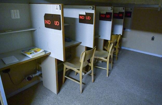 Der er 10 siddepladser i den bagerste del af signalrummet, og det er planen at dette rum skal indgå i det ene af de to spil, nemlig spillet med temaet om Den Kolde Krig.