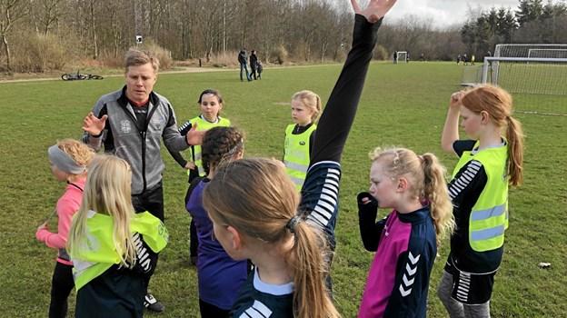 Dyb koncentration, når træneren snakker... Foto: Privat Privat