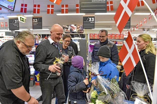 Gaverne væltede ind til Henrik Nørmølle, da han fejrede 25 års jubilæum i MENY.
