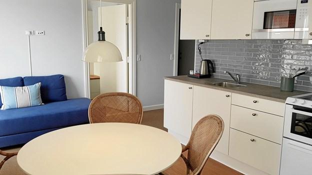 Hotellets ferielejligheder er udstyret med køkken og spiseplads. Foto: Ole Svendsen