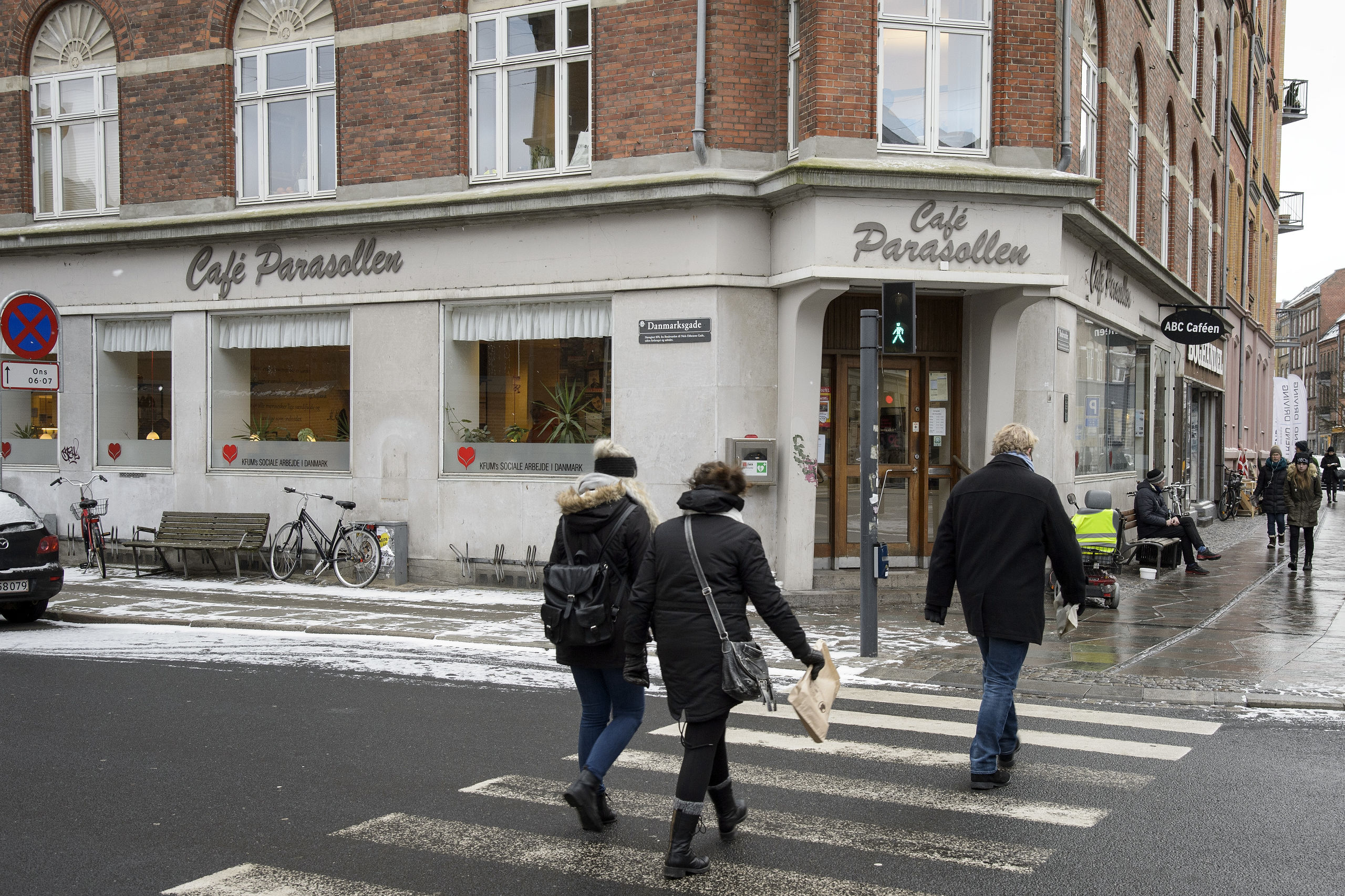 Café Parasollen på Boulevarden i Aalborgs midtby udfører et utrætteligt socialt arbejde for de hjemløse i byen og bliver derfor igen belønnet for indsatsen med en økonomisk donation. Arkivfoto: Peter Broen