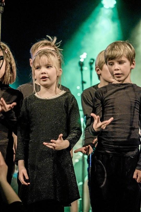 Drenge og piger helt ned til seks års-alderen opfordres netop nu til at overveje, om det måske kunne være noget at synge i kor - som f. eks. her i minispirekoret i Mariagerfjord. Privatfoto