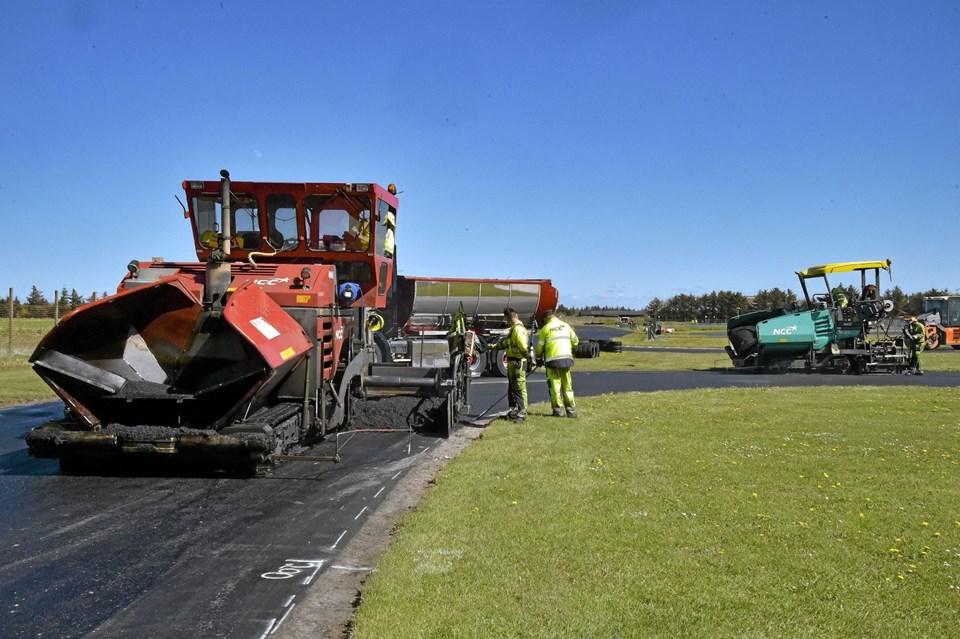 Det store asfaltarbejde kommer til at koste gokartbanen 800.000 kroner. Til gengæld bliver banen atter en af landets bedste. Ole Iversen