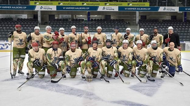 Veteranerne har fundet sammen i deres egen ishockeyklub Operators Hockey Club med frirum, fællesskab og ishockey på dagsordenen, og den store drøm er nu at få indsamlet penge nok til en tur til USA. Arkivfoto: Henrik Bo
