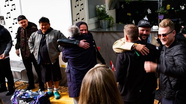 Der blev krammet i stor stil, da Suspekt fik deres overraskelse. Foto: Ricky Sam Smith