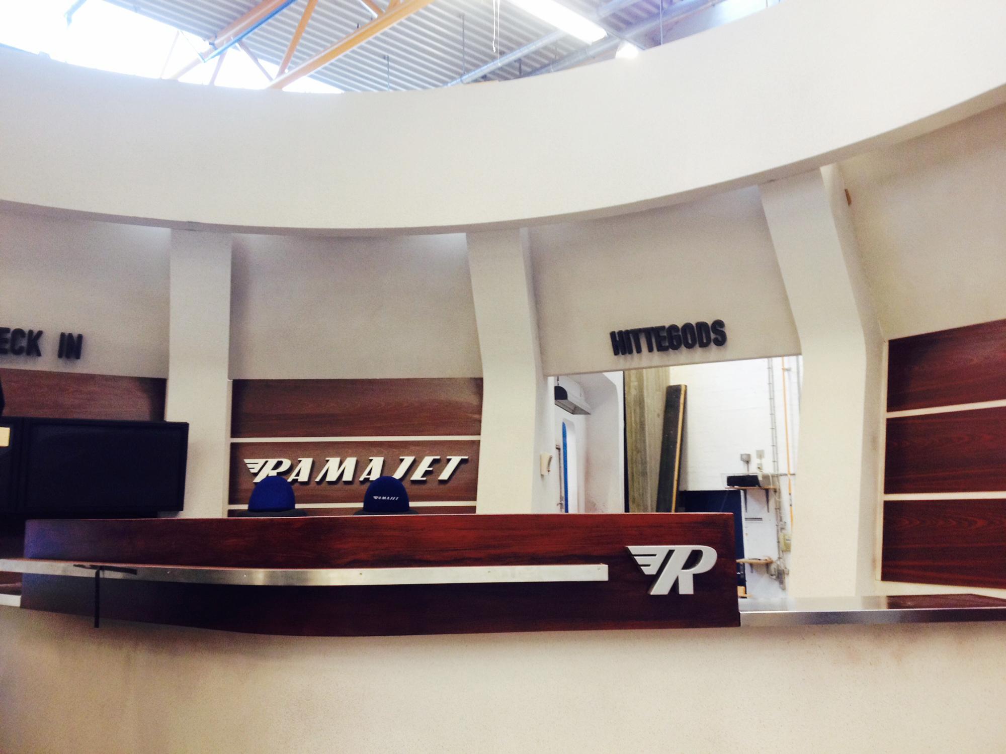 Der er tomt i Ramajetternes lufthavn - og hvor er Finn Falk? PR Foto: DR