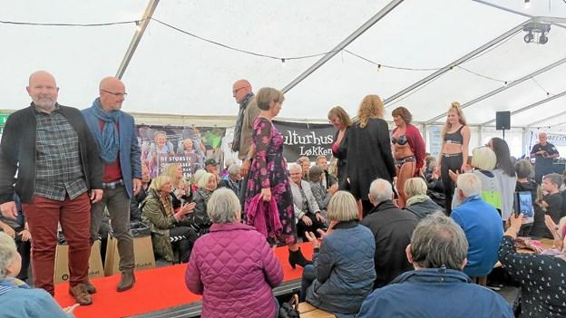 Løkken.dk involverede sig i Molefestivalen. Her er det det flotte modeshow, hvor lokale modeller viste hvad Løkken har at byde på af efterårstøj. Foto: Kirsten Olsen