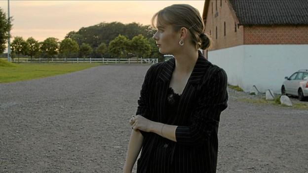 Mille Holtegaard fik et atelier på Nordjyllands Kunstnerværksted efter hun blev færdig på gymnasiet. Her sad hun og arbejde på sine kunstværker. Foto: My Hyttel My Hyttel