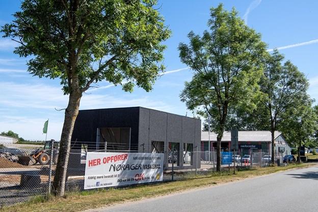 Arbejdet med at opføre vaskehallen blev indledt i begyndelsen af maj, og den skal efter planen være klar til testkørsel i uge 29 midt i juli samt ibrugtagning i uge 32.