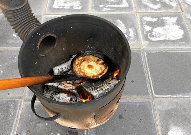 Pandekager stegt over bål er altid et hit. Privatfoto Anette