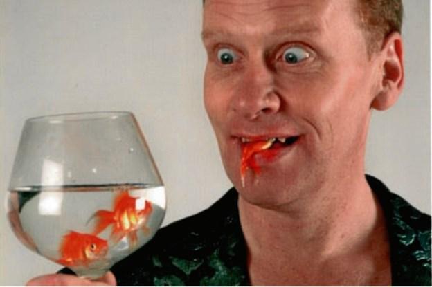 På Kulturnatten kan gæsterne blandt andre møde skotten Stevie Starr i Metropol ShoppingCenter klokken 19 - han vil sluge både guldfisk og mønter og gylpe dem op igen. PR-foto