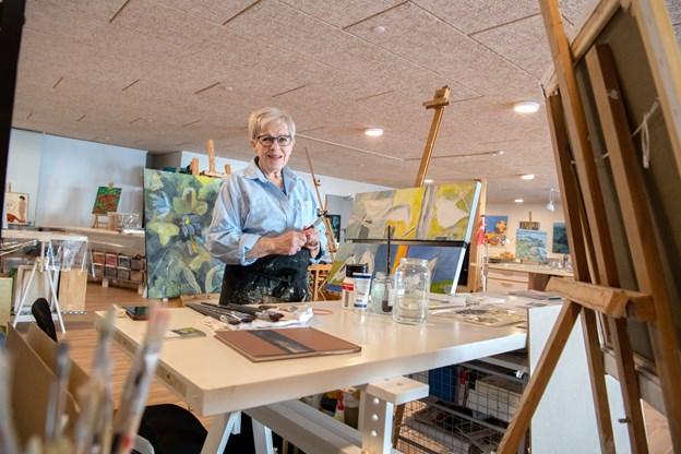 Randi Therland Madsen har malet i 15 år til gengæld er hun nu i byen, hun er tilflytter fra Sejlflod. Foto: Henrik Louis Simonsen. HENRIK LOUIS