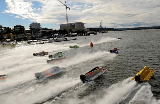 Fjorden bliver en en stund omdannet til racerbane. Privatfoto