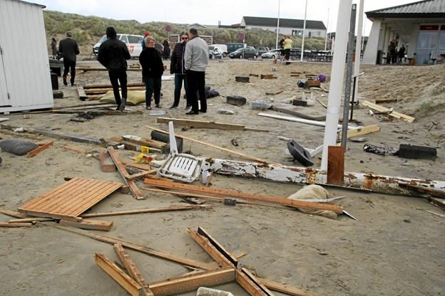 Den tidlige storm var hård ved strandhusene. Foto: Flemming Dahl Jensen