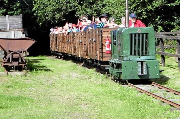 """""""Tørvegrisen"""" tager sine passagerer med på det gamle 2,5 km lange tipvognsspor ud til mosen. ?Foto: Privat"""