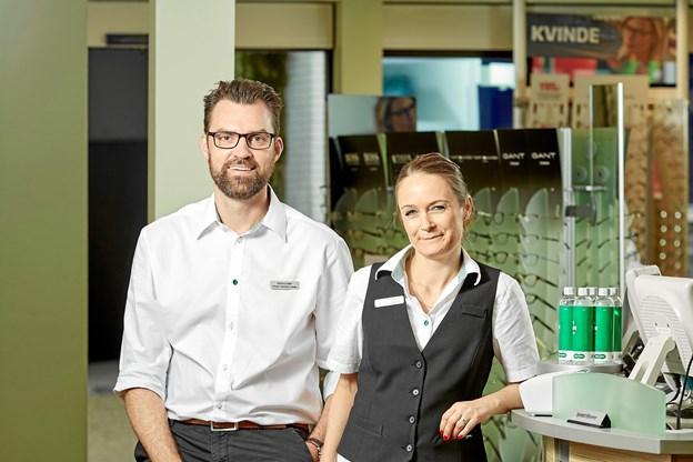 Som makkerpar rundede butikschef Nicolas Landor og chefoptiker Mia Kjær Albertsen forleden det første år som ledere hos Louis Nielsen, Hobro. Privatfoto