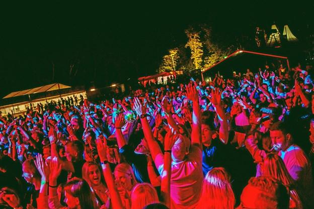 Der var fest og glade dage til VesterhavsRock 2018 - og publikum var klar helt fra start. Privatfoto: VesterhavsRock
