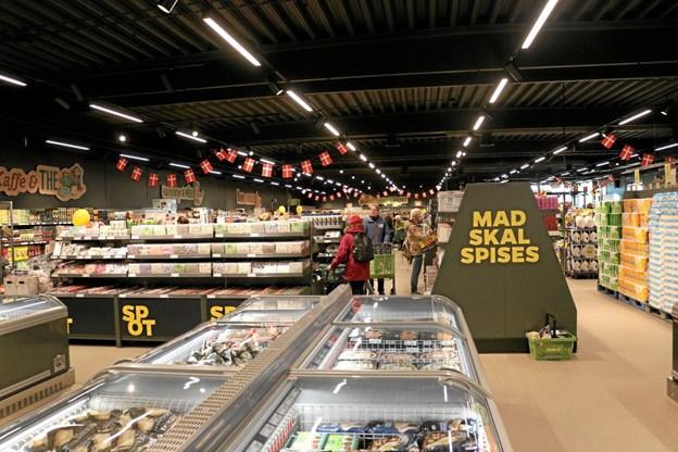 Butikken tager sig flot og indbydende ud med god gangplads og fint overblik over de 1.800 faste varer. Foto: Tommy Thomsen Tommy Thomsen