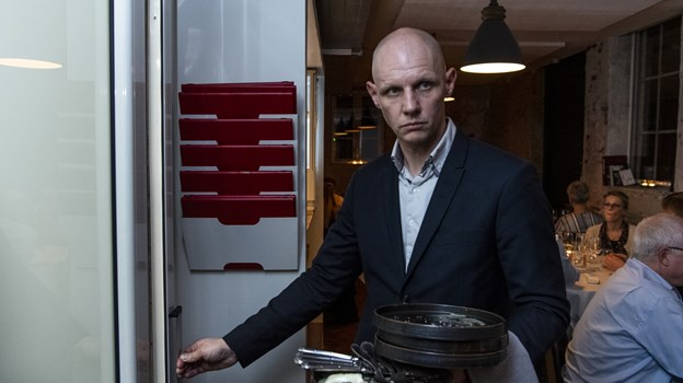 Direktør på Hotel Amerika, Peter Lyngby Hansen, fulgte spændt og koncentreret aftenens forløb. Foto: Teis Markfoged Foto: Teis Markfoged